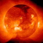 Обнаружен рукотворный спутник Солнца