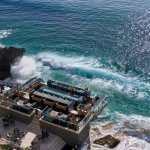 Бар на скалах романтического острова