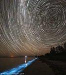 В Австралии можно купаються в светящихся озерах