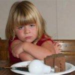 Девочка съела лампочку и закусила кирпичом