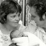 Умерла мама первого в мире ребенка из пробирки